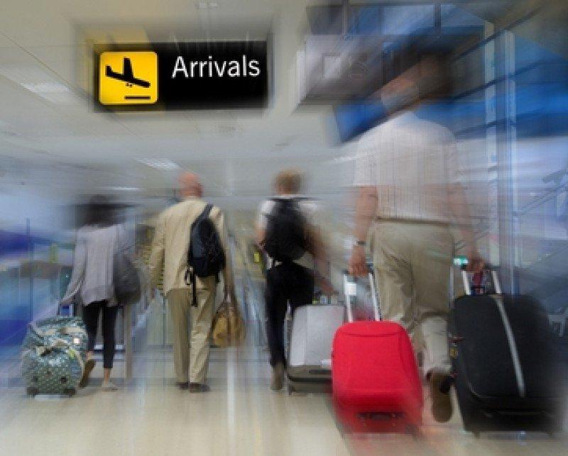 Llegada de pasajeros a un aeropuerto. #shu#