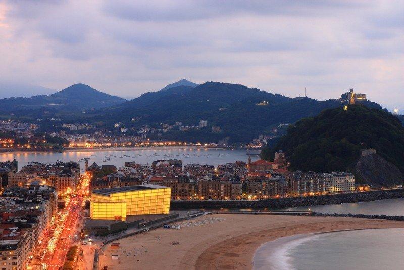 Euskadi registró su máximo histórico en la entrada de turistas en 2011, con 2,7 millones. #shu#