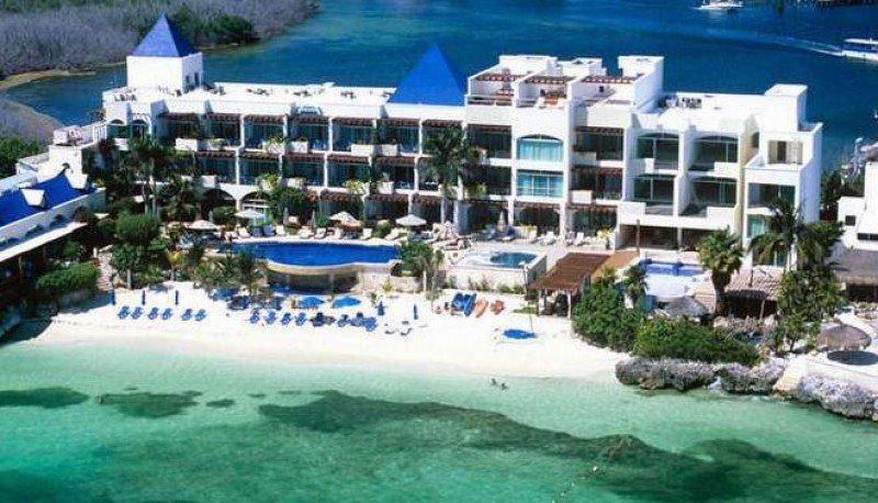 El Villa Rolandi Isla Mujeres se encuentra en un tramo aislado de playa y alberga 35 suites de lujo.