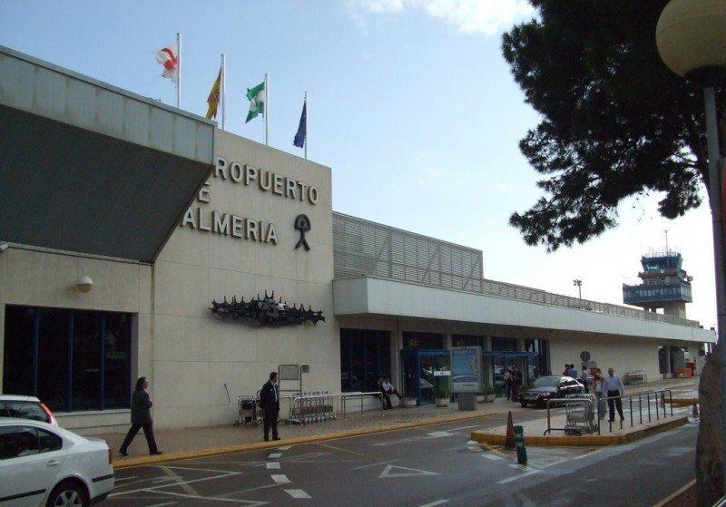 La Junta aportará 10,3 M € en cuatro años a la conexión aérea Almería-Sevilla
