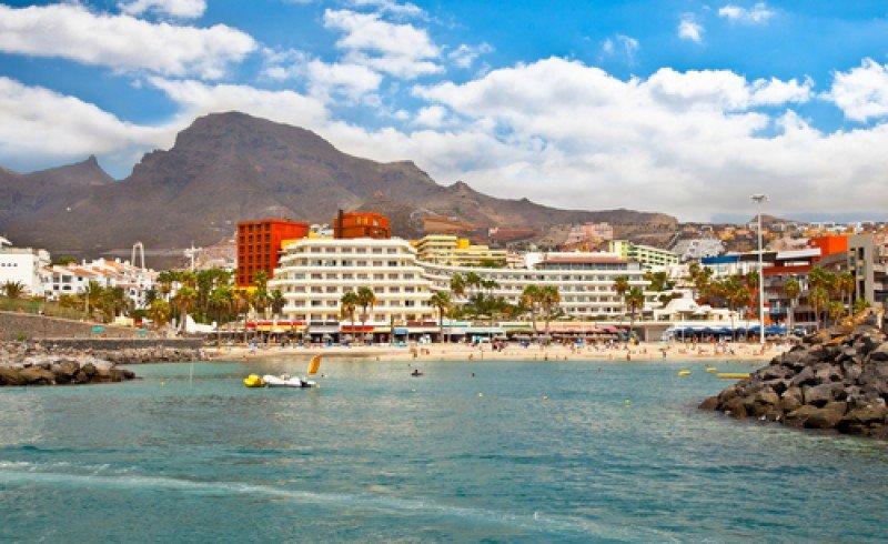 Playa de los Cristianos, en el sur de Tenerife. #shu#