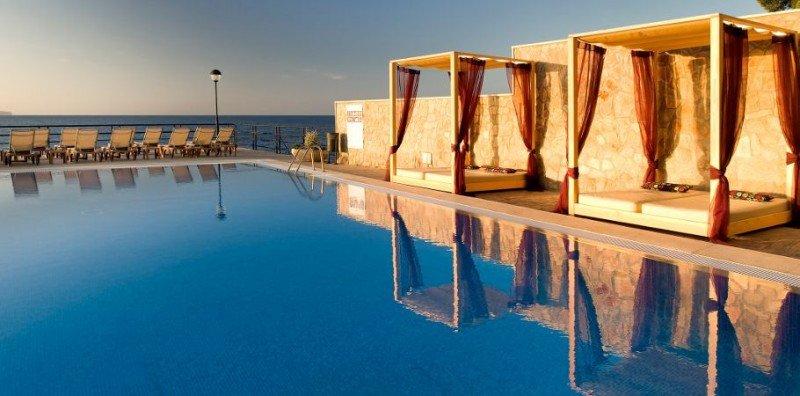 Hotel Barceló Illetas Albatros, en Palma de Mallorca incorporó un piso de habitaciones sólo para mujeres.