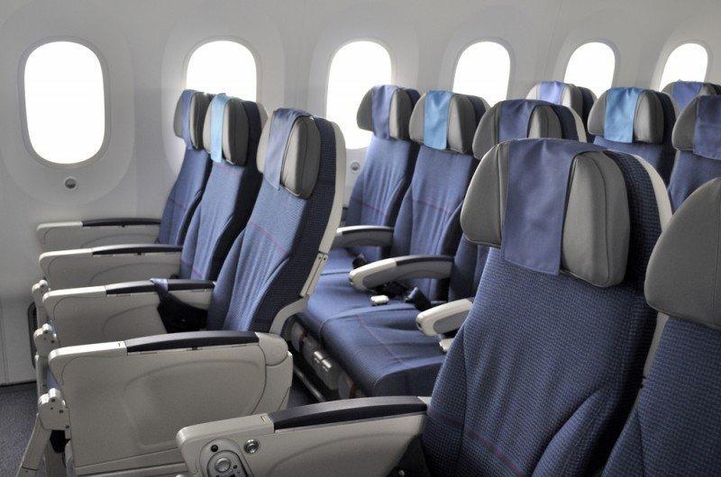 Los pasajeros pueden conocer el interior de los aviones y los servicios que se ofrecen. #shu#