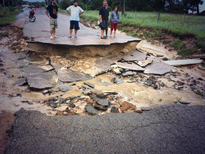 La rambla de Salinas sufrió importantes daños.