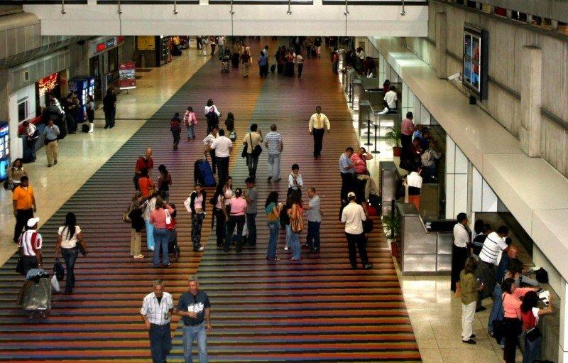 El 81% de los venezolanos salió del país por el Aeropuerto 'Simón Bolívar' de Maiquetía.