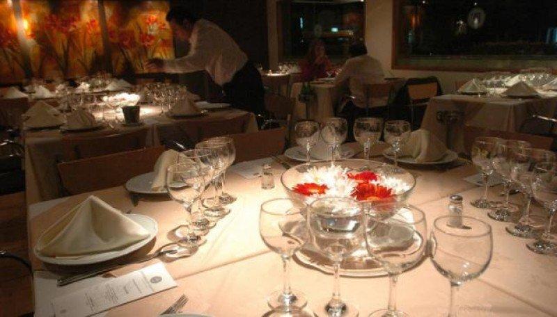 Los restaurantes de Córdoba cobran hasta 28 pesos por servicios de mesa.
