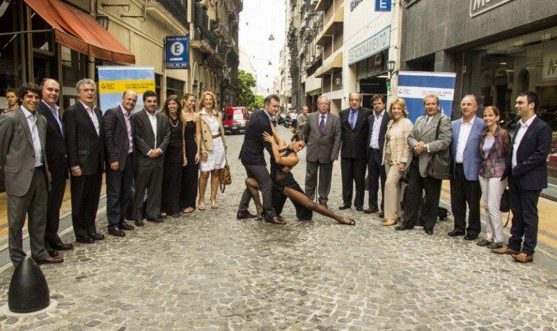 Fernando de Andreis, Presidente del Ente de Turismo, junto a Directores del Ente de Turismo de la Ciudad de Buenos Aires y representantes del sector privado turístico: la AHT, la AHRCC, Aviabue, Bureau de Buenos Aires, Destino Argentina y AOCA.