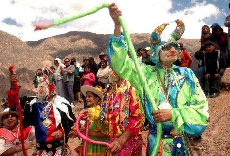 Desentierro del diablo en la Quebrada de Humahuaca.