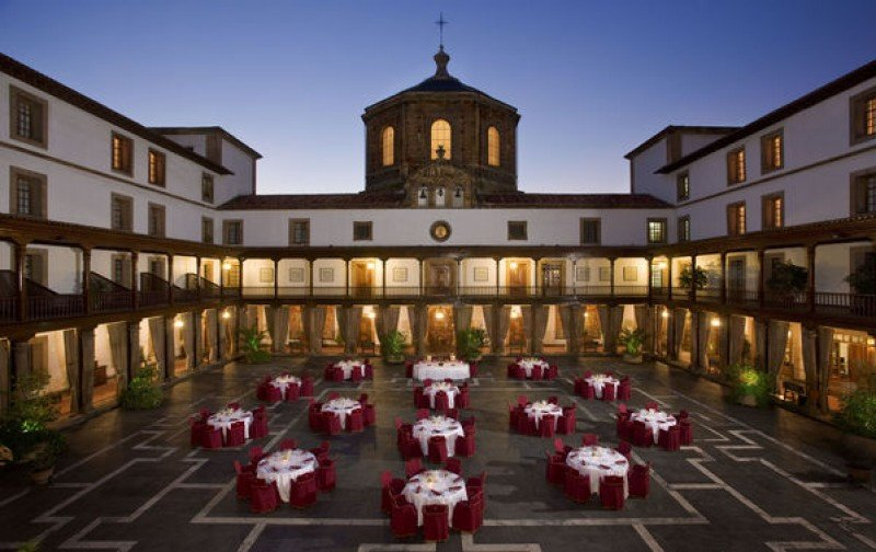 El Hotel La Reconquista de Oviedo sale a concurso