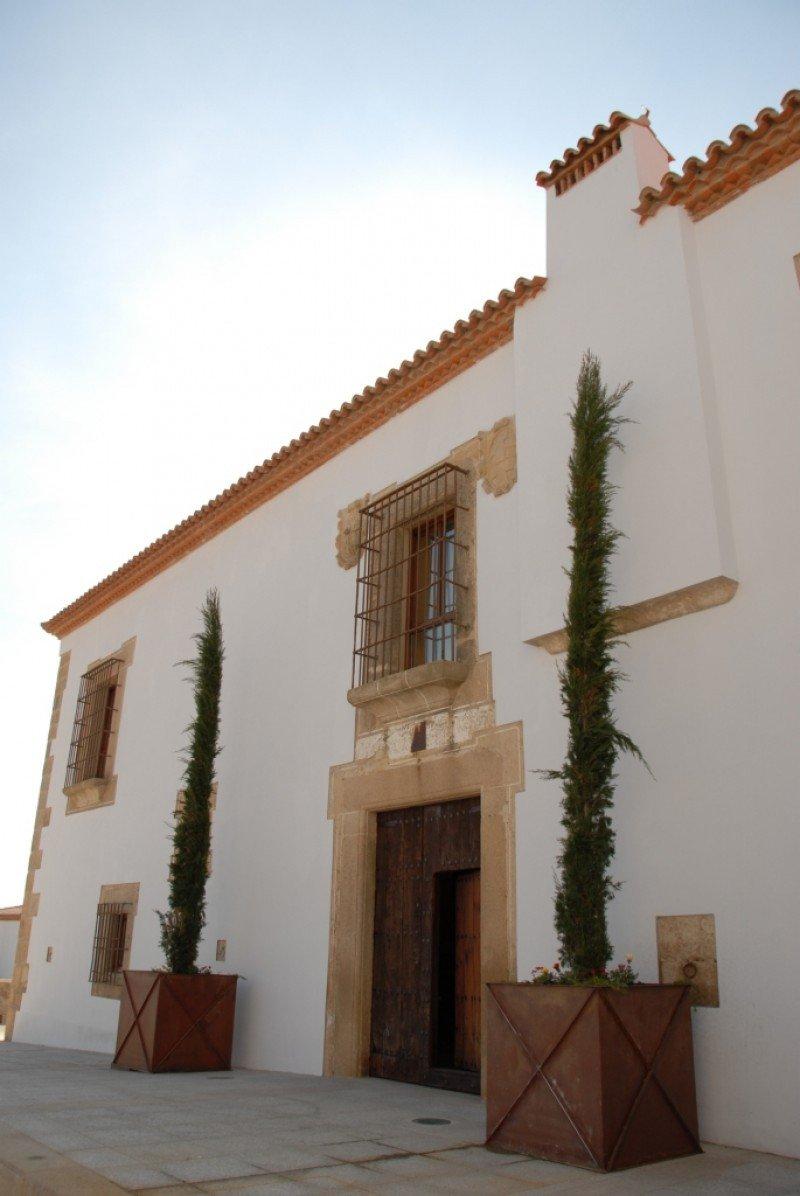 Fachada del Hotel Palacio de Arenales.