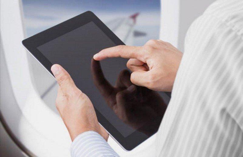 Iberia y Vueling permiten el uso de móviles durante todo el vuelo