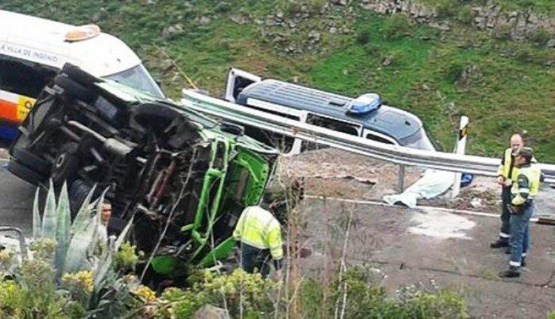 Un turista suizo fallece al volcarse un microbús en Gran Canaria