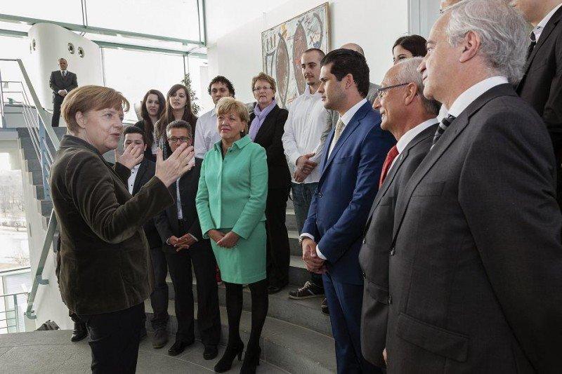Ángela Merkel, durante su encuentro con alumnos y representantes de Lopesan-IFA Hotel and Touristik AG.