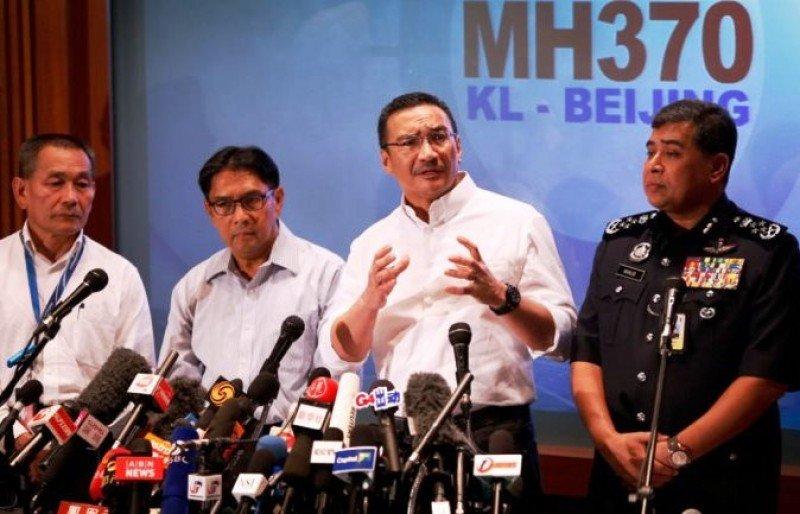 El avión de Malaysian Airlines fue secuestrado e investigan a los pilotos