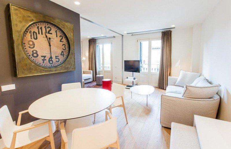 IZAKA cuenta con dos hoteles y cinco edificios de apartamentos turísticos en Barcelona, donde propone a sus huéspedes experiencias sensoriales para conocer la ciudad desde otro punto de vista.