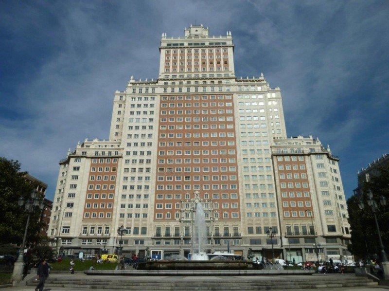 El Edificio España, que hasta 2006 albergó el hotel Crowne Plaza, podría acoger de nuevo un establecimiento hotelero de fructificar las negociaciones con Wang Jianlin.