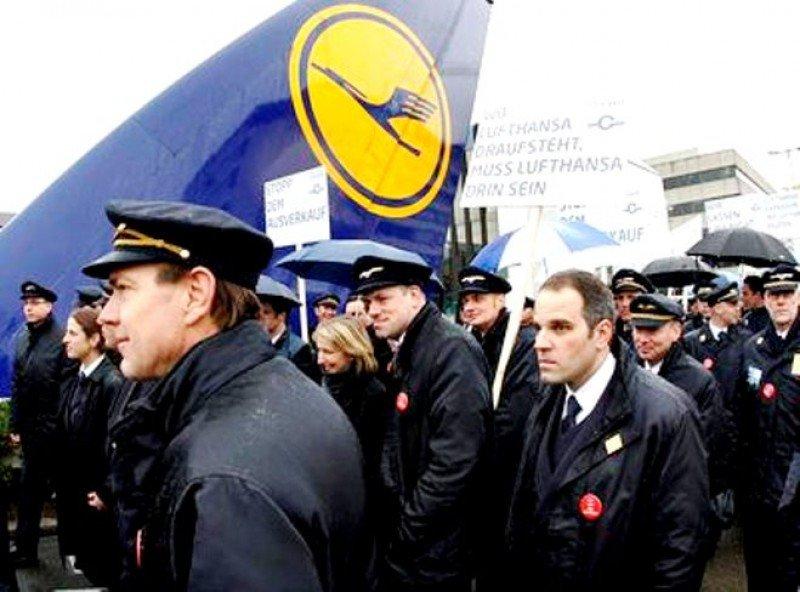 Los pilotos de Lufthansa aprueban ir a la huelga (Foto de archivo, manifestación anterior, AP).