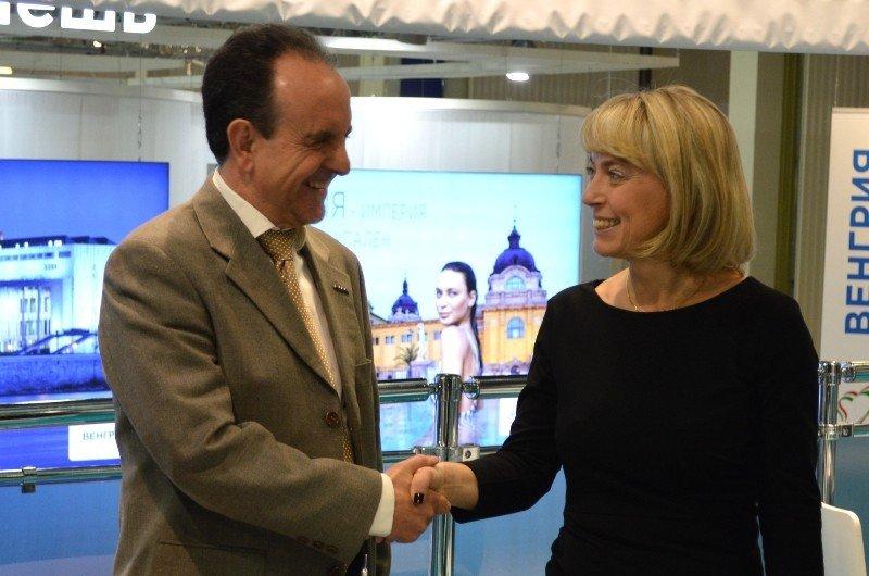 El consejero de Turismo de Andalucía, Rafael Rodríguez, se reunió con la directora general de Natalie Tours, Natalia Vorobieva.