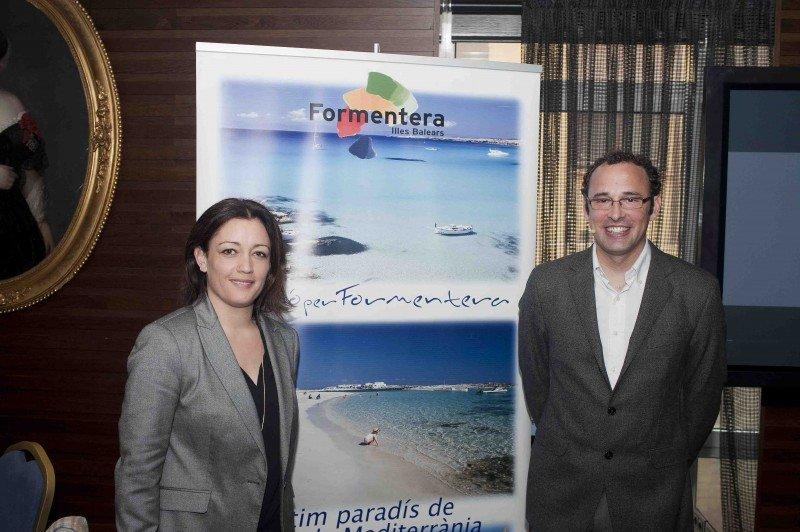 Alejandra Ferrer, consejera de Turismo, y Carlos Bernús, gerente del Patronato de Turismo.