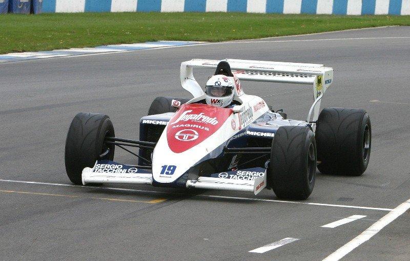 Uno de los coches de carreras que circularán por el centro de Lloret de Mar.