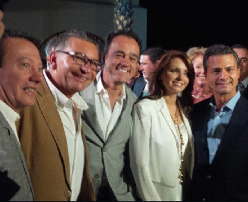 De izqu. a dcha. Gonzalo Del Peón, Salomón Kamkhaji, Alejandro Zozaya, Angélica Rivera de Peña y Enrique Peña Nieto