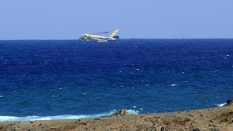 El remolcador confundido con un avión.