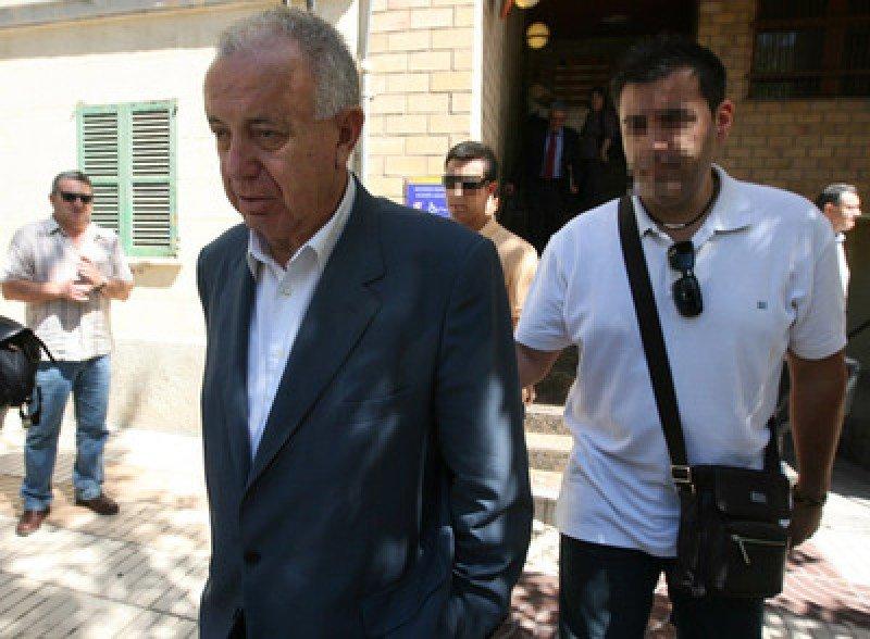 Fernando Ferré saliendo del juzgado en 2010. Foto: El País.