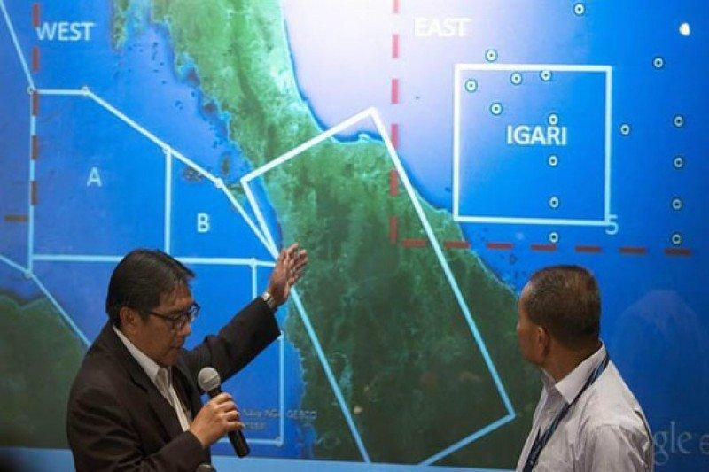 El director general de Aviación Civil malasio, Azharuddin Abdul Rahman, y el consejero delegado de Malaysia Arlines, Ahmad Jauhari Yahya, en conferencia de prensa sobre el paradero del vuelo MH370. Foto: agencia Efe