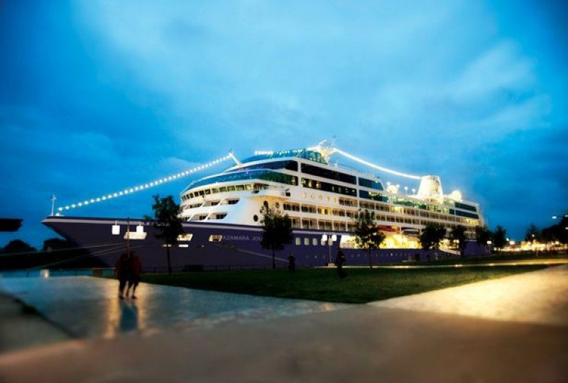 Barco Azamara Journey, que volverá a Uruguay la próxima temporada haciendo escalas en sus itinerarios premium por Sudamérica.
