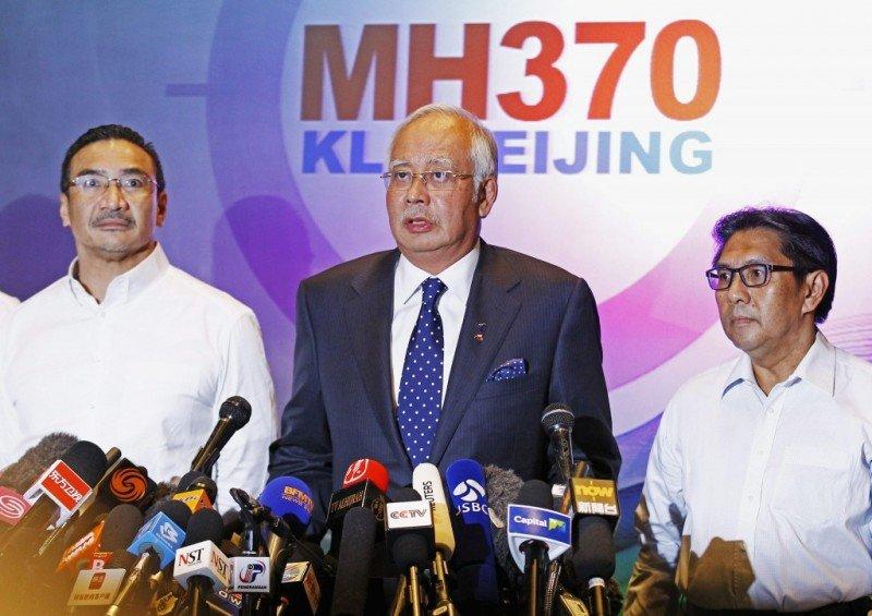 El primer ministro malasio confirmó que la comunicación fue cortada deliberadamente y el rumbo desviado, pero evitó hablar de secuestro.