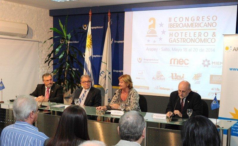 Francisco Rodríguez, Luis Borsari, Liliam Kechichián y Juan Martínez en el lanzamiento del congreso.