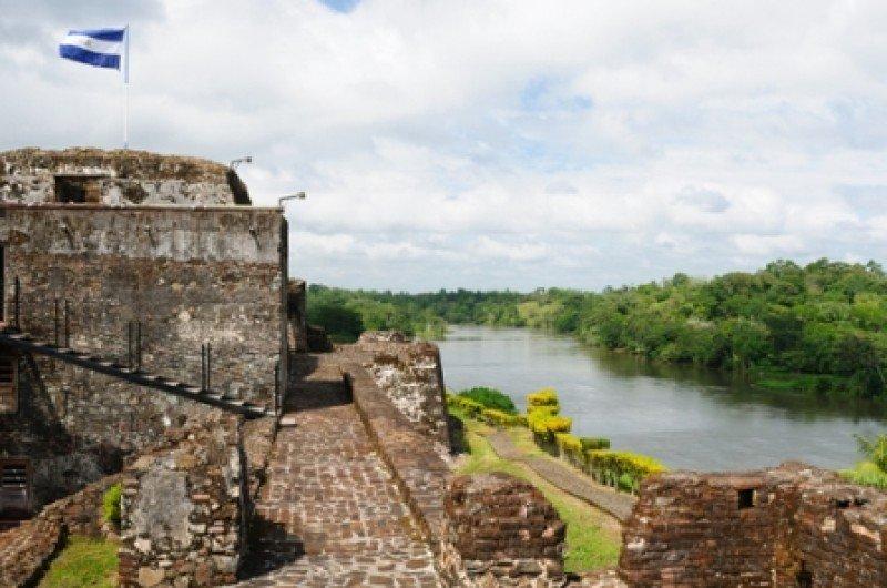 El Castillo, sobre la ribera del río San Juan, que defendía a la ciudad de Granada de los piratas. #shu#