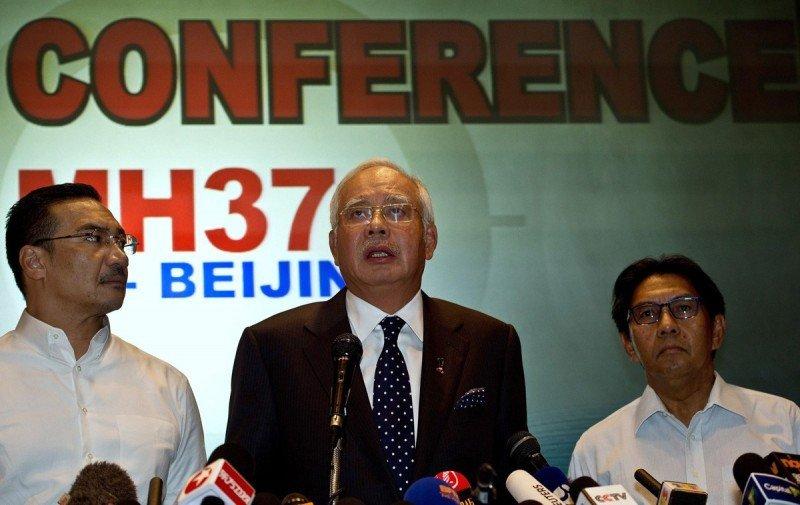 El primer ministro malayo anunció que el avión se estrelló y no hubo sobrevivientes.