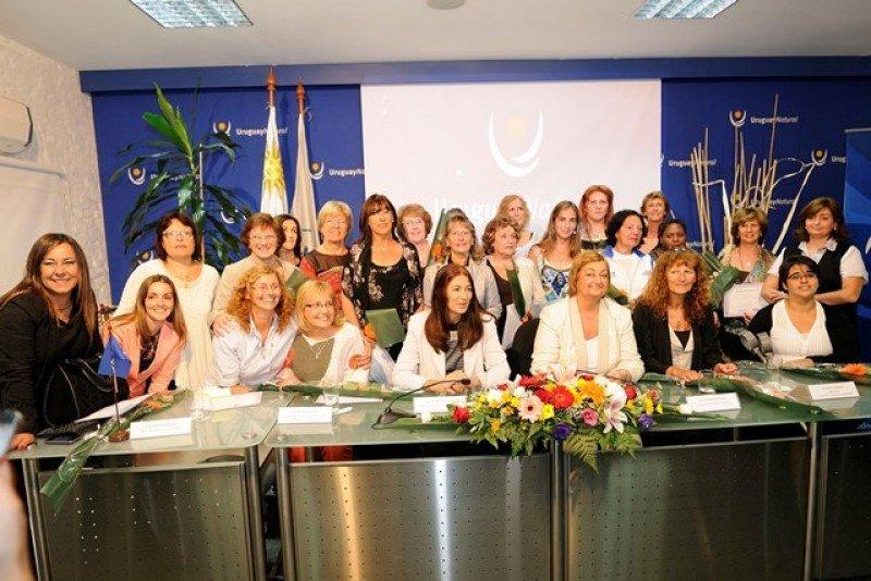 Reconocimiento a mujeres destacadas del Turismo y el Deporte en Uruguay.