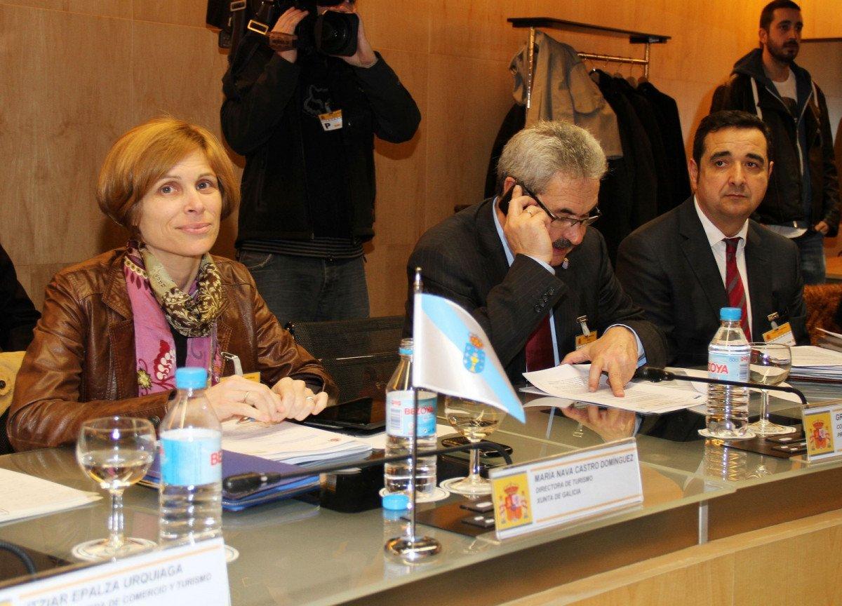 Nava Castro, directora de Turismo de Galicia, entre los responsables turísticos participantes en el encuentro.