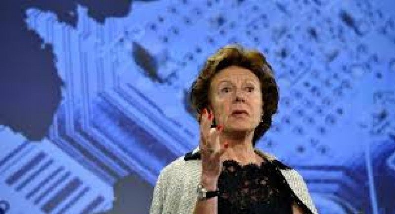 Natalie Kroes, comisaria de telecomunicaciones.