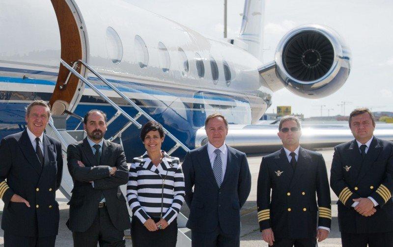 En el centro, Carlos Carbó, CEO de Nazca Capital y nuevo presidente de Gestair; junto con Celia Pérez Beato, socia de Nazca Capital; José Ramón Barriocanal, director general de Gestair y jefes de flota.