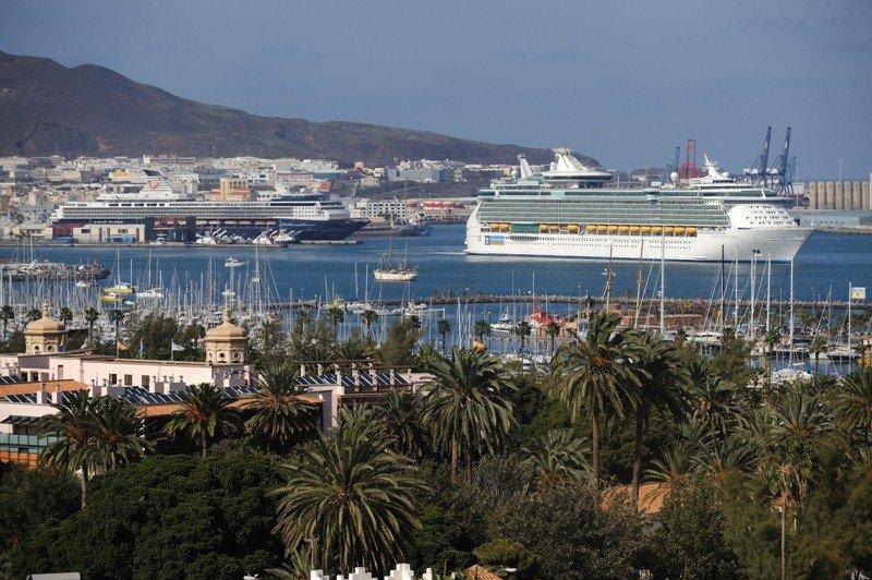 Dos cruceros en el puerto de Las Palmas de Gran Canaria.