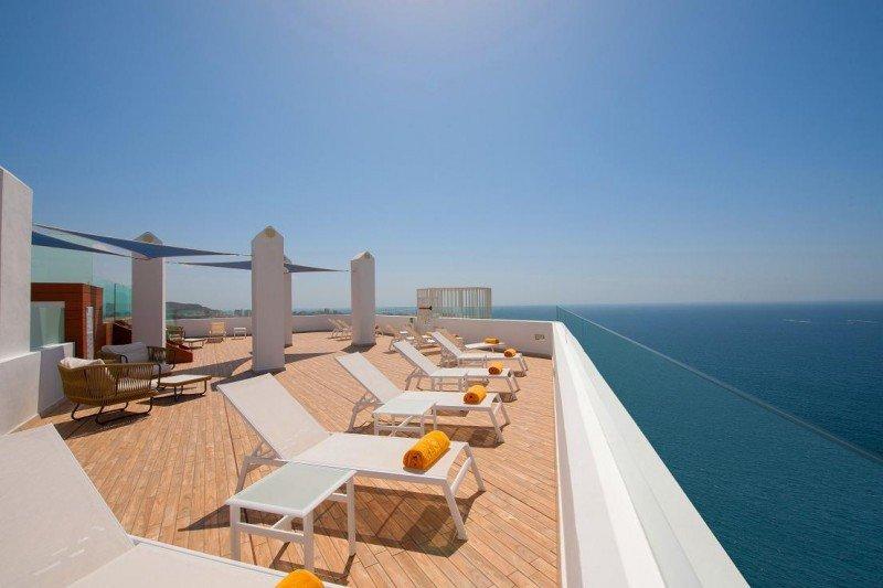 La zona Star Prestige cuenta con una terraza chill out con piscina y solárium de acceso restringido.