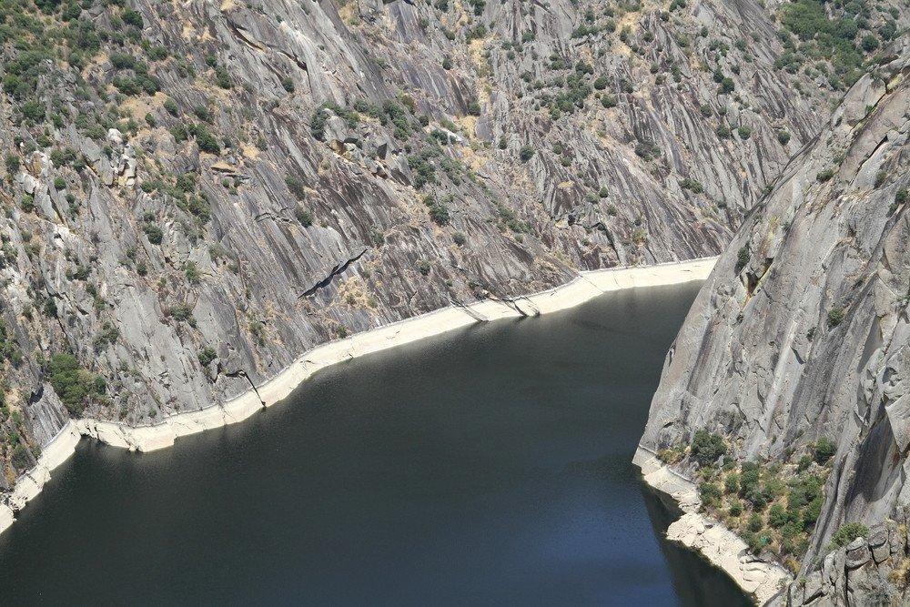 El parque natural de Arribes del Duero constituye una frontera natural entre Castilla y León y Portugal. #shu#