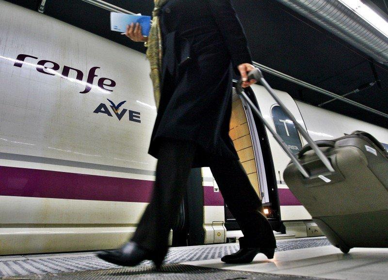 El tren se impone al avión en el mercado doméstico por segundo mes consecutivo
