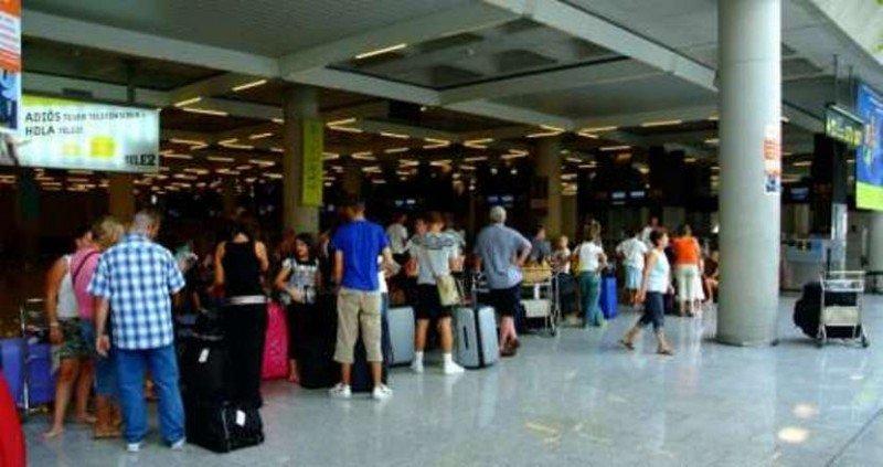 El Aeropuerto de Palma de Mallorca se ha visto impactado por la conjunción de los dos factores, el efecto de Semana y el cambio de categoría de airberlin, su aerolínea de referencia, por su cambio de modelo de negocio.