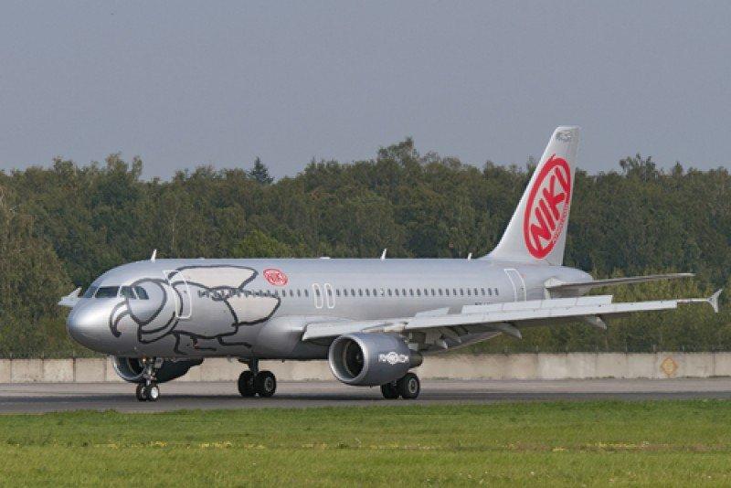 Un avión de FlyNiki. #shu#