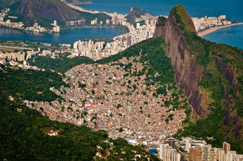 Las favela de Rocinha es la mayor de Río de Janeiro, donde en los últimos años se han abierto decenas de establecimientos hoteleros. #shu#