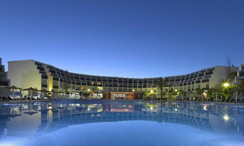 Este verano la terraza del Hard Rock Hotel Ibiza acogerá una completa programación de conciertos musicales.