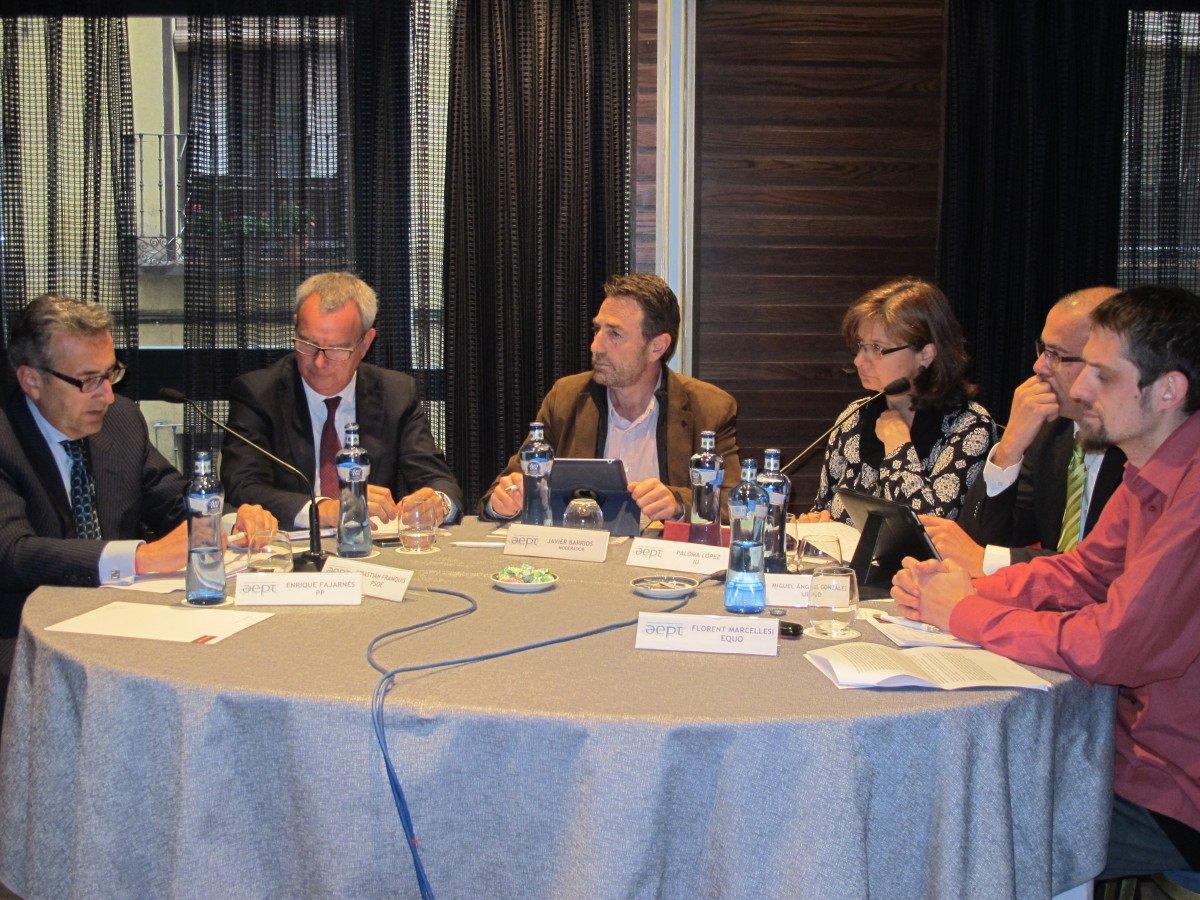 Encuentro de representantes políticos en el foro organizado por la AEPT.