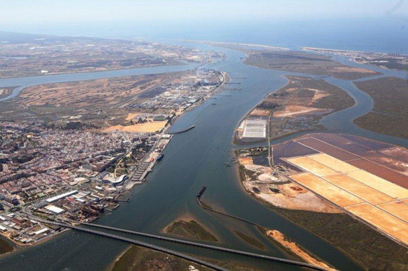 El Puerto de Huelva acoge una jornada de reclutamiento para trabajar en cruceros