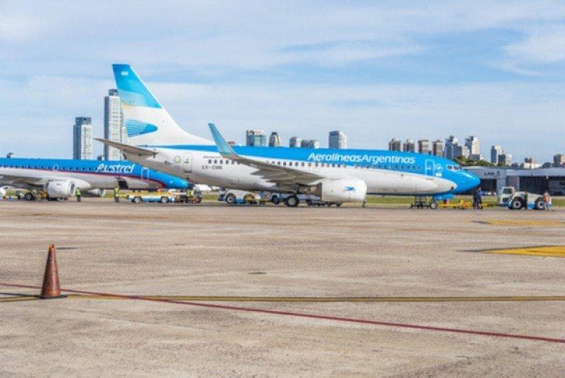 Se incrementa el tráfico de Aerolíneas Argentinas y el resto de las compañías baja. #shu#
