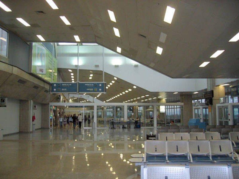 Consorcio privado asume concesión del aeropuerto de Río de Janeiro.