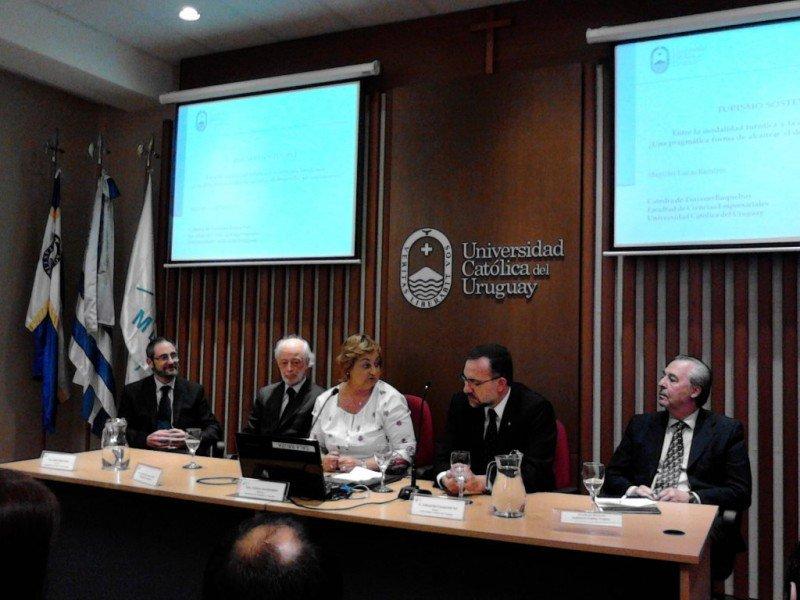 Empresa, academia y Estado representados en el lanzamiento del trabajo sobre turismo sostenible.